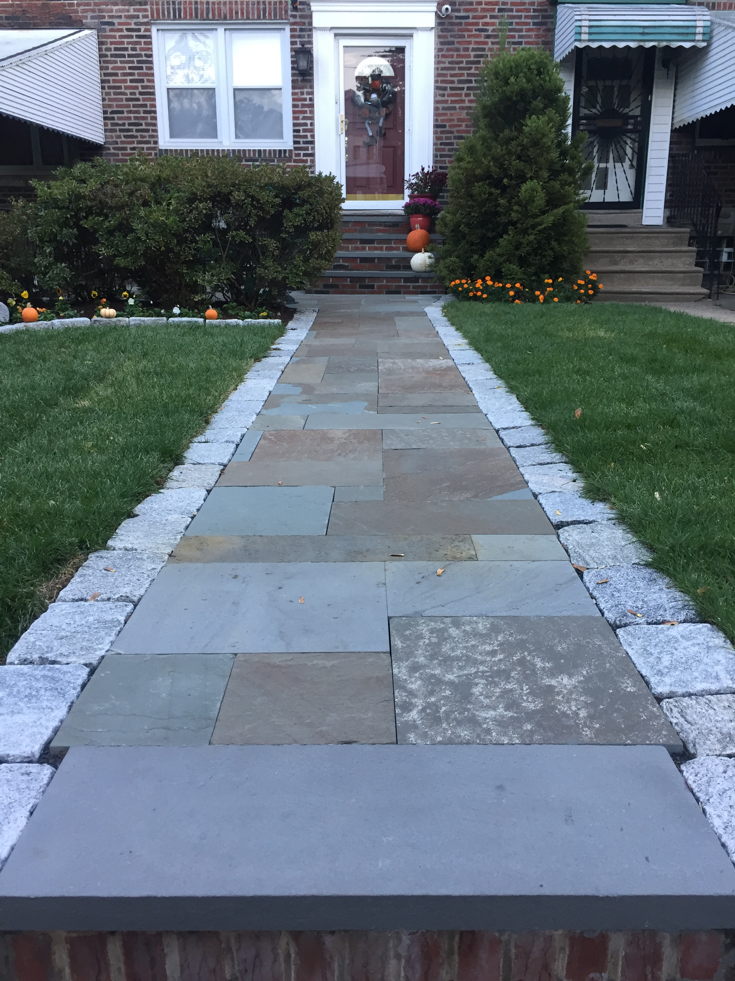 Pennsylvania Blue Stone walkway with Cobble stone border